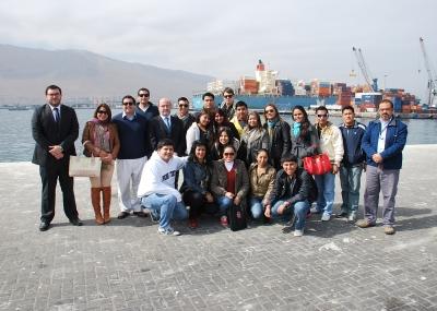 Encabezando un grupo de estudiantes de Comercio Exterior de la Universidad Tecnológica Privada de Santa Cruz (UTEPSA), Bolivia, llegó al Puerto de Iquique