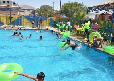 Inauguran temporada de piscinas para combatir calor en - Piscinas en alto ...
