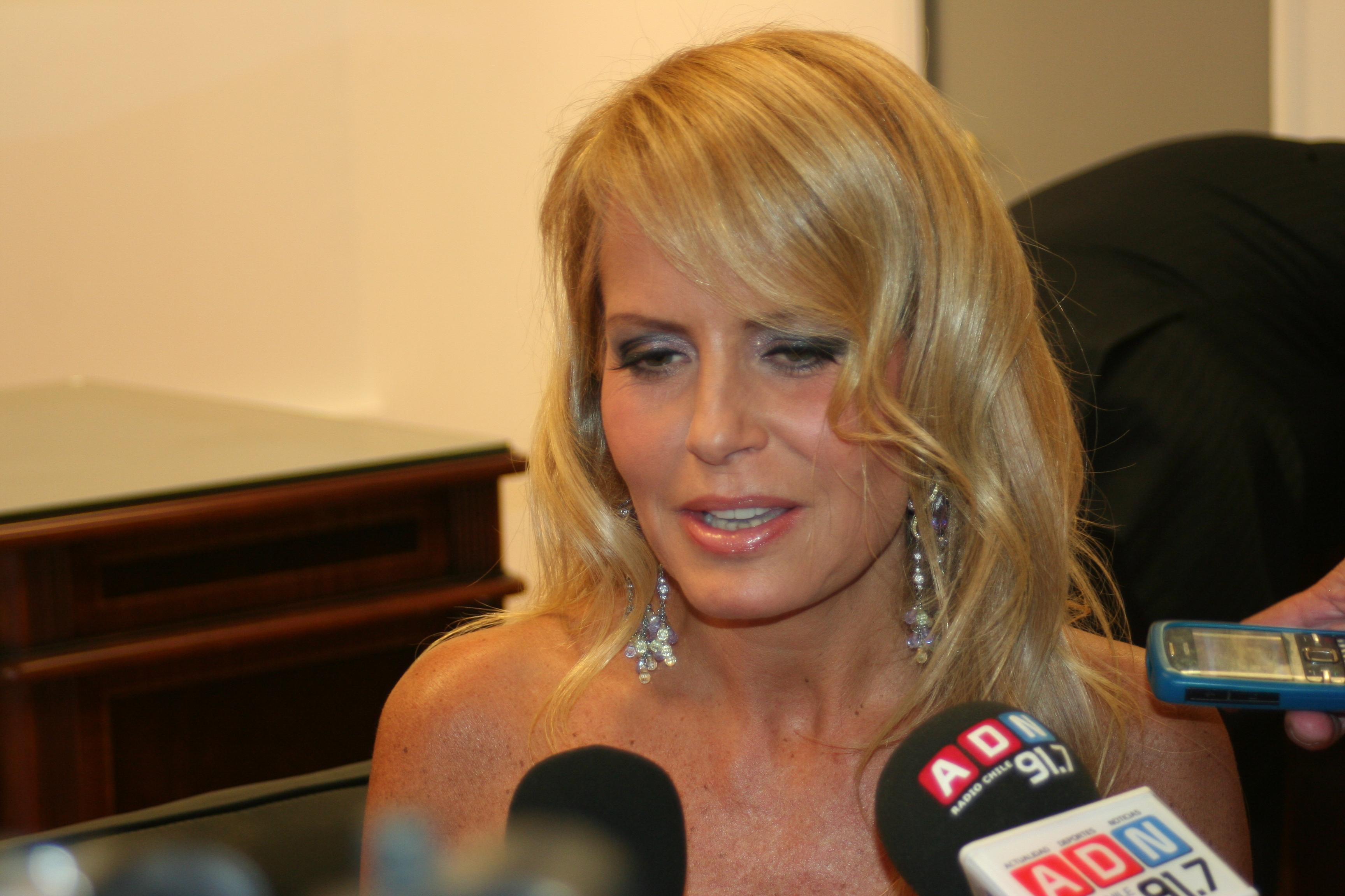 Cecilia Bolocco deslumbró con su belleza en inauguración de Intermex